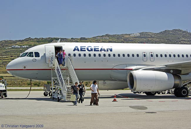 Aegean Airlines serve Mykonos from Athens up to five times a day, mainly with 168-seat Airbus A320s. We arrived at Mykonos on this flight.