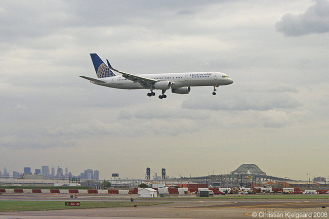 A Continental Airlines Boeing 757-200ER on short finals at Newark Liberty International Airport