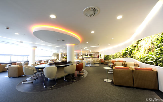 The second level of the SkyTeam co-branded lounge opens on November 9, 2009 and includes a quiet room, two VIP rooms, and a children's area, providing an enhanced experience for first and business class passengers and SkyTeam Elite Plus passengers travelling through LHR