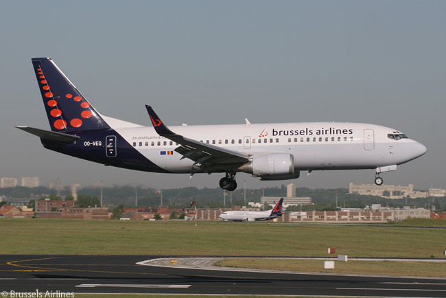 Brussels Airlines' 47-strong single-aisle fleet includes 11 Boeing 737-300s and 737-400s, whjich the airline uses to fly to most of its European destinations. This photograph shows one of the carrier's 737-300s landing at Brussels Airport