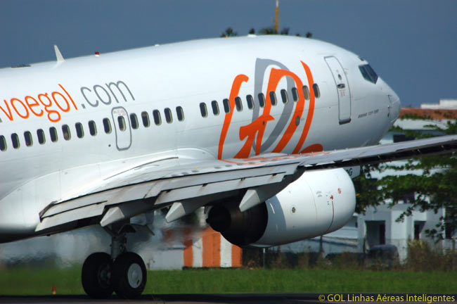 Brazilian low-cost airline GOL Linhas Aéreas Inteligentes and its associated carrier VARIG now operate a fleet of well over 100 Boeing 737-700s and 737-800s. A majority of the aircraft in GOL's fleet are of a special-performance version of the 737-800
