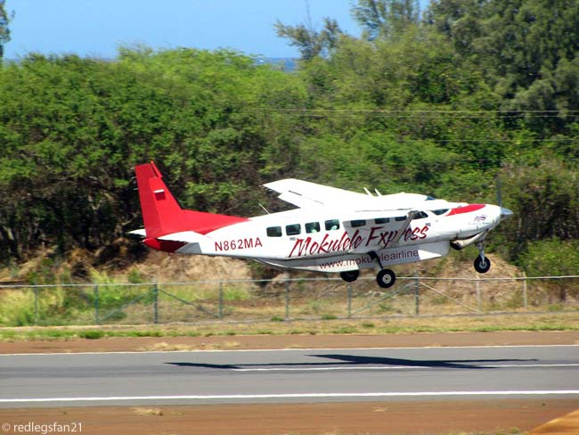 Mokulele Airlines Cessna 208B Grand Caravan N862MA departs Kahului Airport on Maui on February 20, 2012. Mokulule Airlines operates four Cessna 208Bs on inter-island routes within the State of Hawaii, using 'Mokulele Express' branding