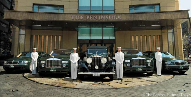 The Peninsula Tokyo has a fleet of chauffeur-driven, specially customized Rolls-Royce Extended Wheelbase Phantoms and BMWs. These limousines are available for airport transfers and sightseeing tours around Tokyo