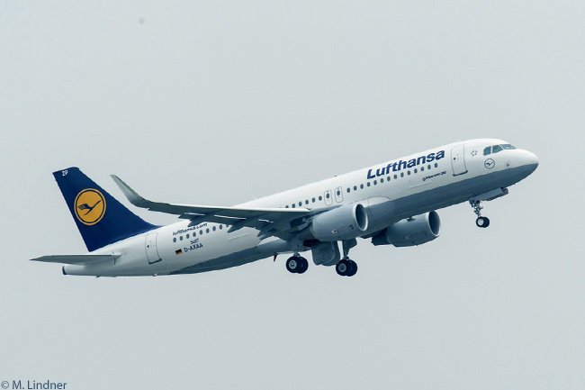 As part of a 102-aircraft Airbus order on March 14, 2013, Lufthansa Group ordered 30 A320s fitted with Sharklets