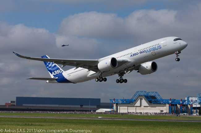Weather conditions were nearly perfect for the maiden flight on June 14, 2013 of the first flight-test Airbus A350 XWB, a flight announced only three days previously by Airbus