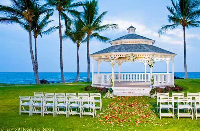 The Fairmon Orchid hosts numerous wedding ceremonies, many of them held in the Turtle Pointe Gazabo next to the sea. When not in use for a wedding, the gazebo is a pleasant place to sit