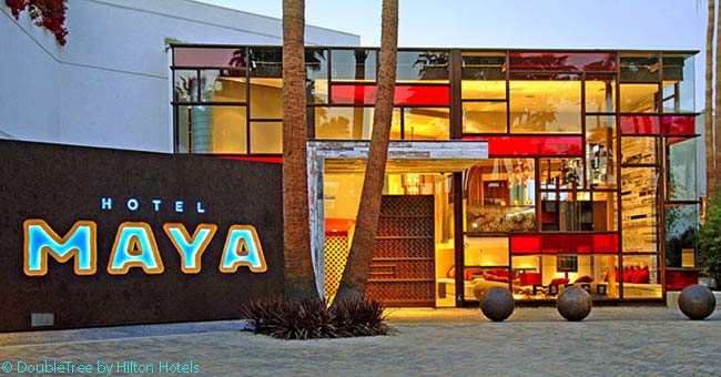 The main building of the Hotel Maya has an interesting frontage which combines art deco glass elements with a huge, sideways-hinging wooden door reclaimed from an old industrial building