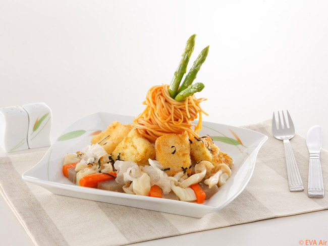 EVA Air aims to offer a high proportion of healthy foods for its Royal Laurel-class in-flight dining service. Passengers may also choose USDA Prime steaks and lobster for their entrées should they desire