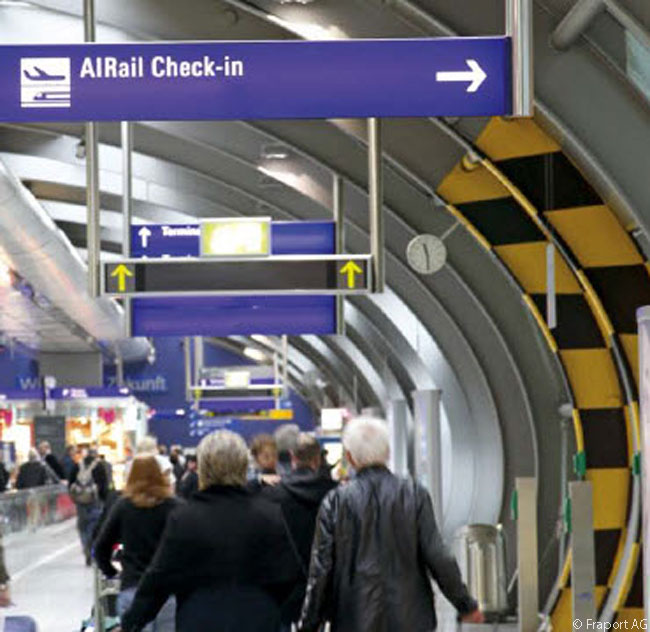 The AIRail Terminal check-in located on the bridge between the plaza above the platforms of the Frankfurt Airport station in The Squaire is more than useful for passengers unwilling to drag heavy bags from the station, or the Hilton hotels in The Squaire, all the way to the airport's Terminal 1 or Terminal 2