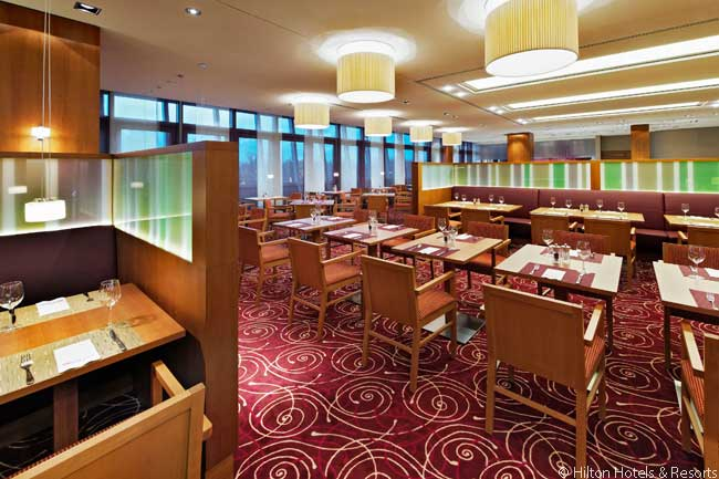 The restaurant in the Hilton Garden Inn Frankfurt Airport is decorated in an American style and has a show kitchen. Pursuing the American theme, the restaurant's menu offers burgers, steaks and pizzas