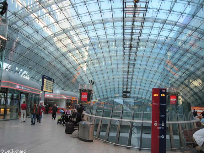 At the heart of a large, open-air cut-out in The Squaire is located the Frankfurt Airport Fernbahnhof, or inter-city rail station. The station, which was built before The Squaire, has a curved glass roof. Because the rail station and tracks occupy the ground level, at no point does the main structure of The Squaire touch the ground. Instead, it is supported on 86 angled columns, many of them in triplets
