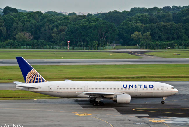 This United Airlines Boeing 777-200ER was delivered to United in August 2001, long before its merger with Continental Airlines. The aircraft is photographed at Singapore Changi International Airport
