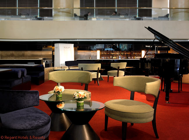 One of the seven restaurants in the Regent Taipei is the elegant Restaurant azie, complete with a grand piano