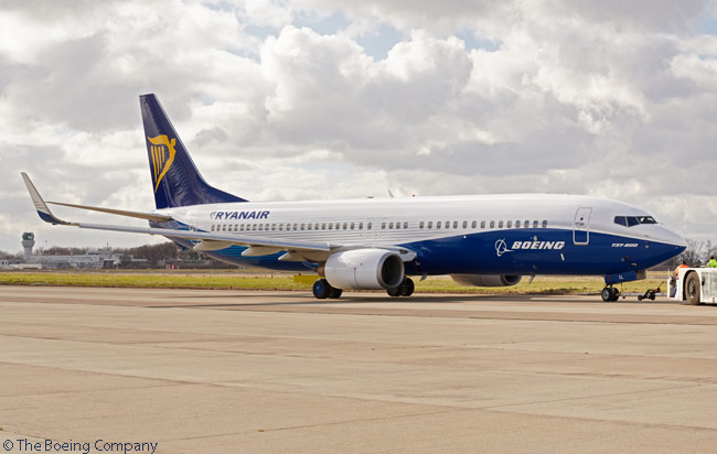 In March 2014, Boeing and Ryanair commemorated their partnership by panting a new 737-800 for the airline in a hybrid, co-branded livery