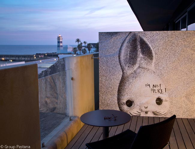 Another of the Pousada Cascais – Cidadela Historic Hotel & Art District's seven 'Pousada Take Over' spaces with and for site-specific creative interventions is Room 250, for which resident artist Bruno Pereira created the art