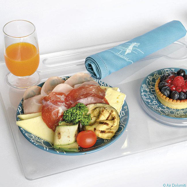 Air Dolomiti serves full meals of cold Italian cuisine to passengers paying its 'Emotion' fares to sit in its business-class seating