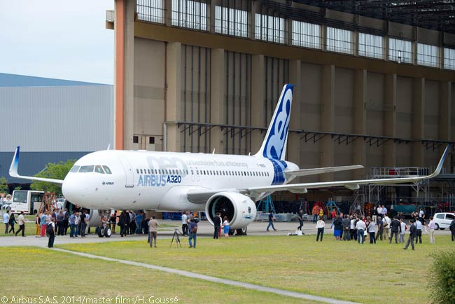 The increased fan diameter of the engines on the A320neo compared with those on earlier A320-family models is evident from this photograph, taken when Airbus rolled out the first A320neo on July 1, 2014. The engines on the first test aircraft, MSN6101, are Pratt & Whitney PW1100G-JM geared turbofans