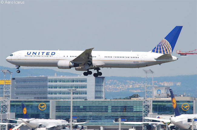 United Airlines Boeing 767-400ER N69059 lands at Frankfurt Airport in July 2011
