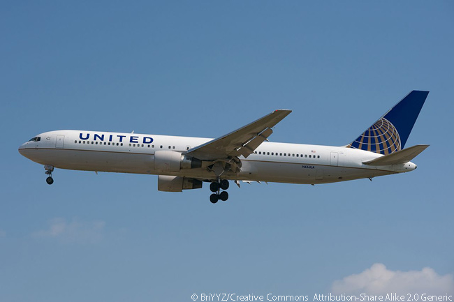 United Airlines Boeing 767-300ER N656UA is photographed on its final approach to Runway 15 at Chicago O'Hare International Airport