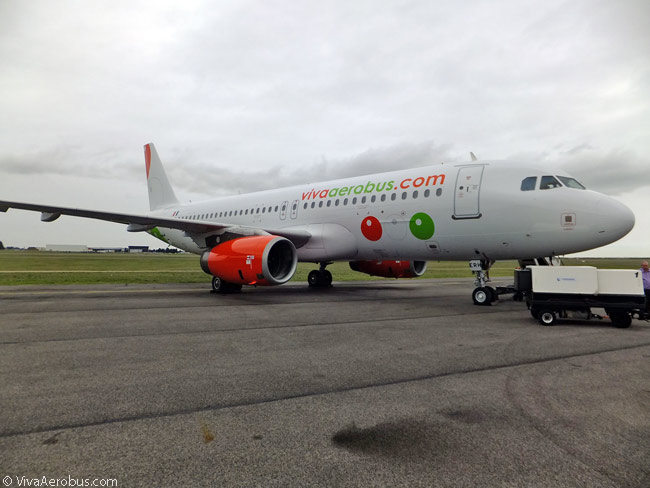 VivaAerobus, until 2014 entirely a Boeing 737-300 operator, took delivery of its first Airbus A320s in the spring of that year and operated its first A320 service in May 2014