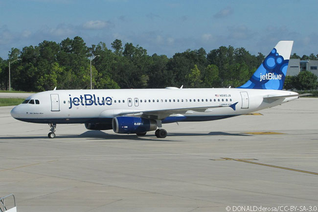 In this November 2011 photograph, JetBlue Airways Airbus A320 N580JB is seen taxiing at Orlando International Airport