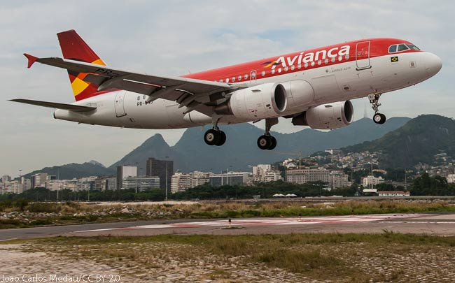 This superb photograph shows Avianca Brasil Airbus A319 PR-ONJ landing at Viracopos-Campinas Airport in Brazil