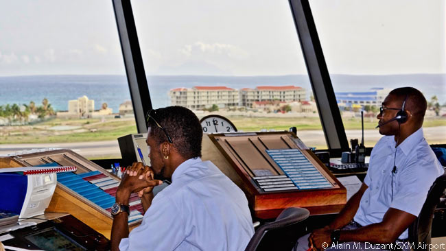 In summer 2015 Juliana Air Traffic Services had 25 air traffic controllers on its staff and it was busy recruiting additional candidate controllers