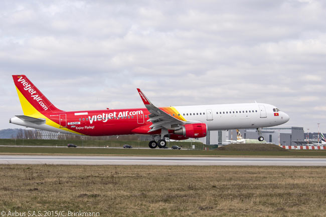 A new Vietjet Airbus A321 takes off from Finkenwerder Airfield near Hamburg for a pre-delivery test flight in the autumn of 2015