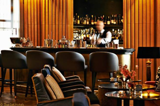 Guests who book suites at the Hotel Café Royal are allowed to use the Club at Café Royal, even though it is a private members' club. In additional to a large sitting room, which offers a view over the mezzanine to the Ten Room casual restaurant, the club has the bookshelf-lined Library Bar